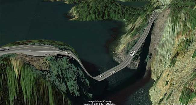 Carreteras del mundo vueltas surrealistas por Google Earth