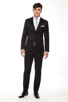GARNITUR ONYX  Całoroczny garnitur z klasycznej linii RESPECT o lekko dopasowanej sylwetce, uszyty ze szlachetnej tkaniny w mieszance wełny i jedwabiu.