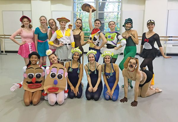 (Below) Gabbi Nielsen (back row, fourth from left) and PNB Pro Division first-year students (photo courtesy Gabbi Nielsen, Pacific Northwest Ballet School)