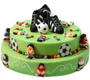 Les 25 meilleures id es de la cat gorie g teaux d 39 anniversaire de football sur pinterest Gateau anniversaire garcon