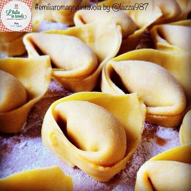 Pronti per imparare a fare i Cappellacci di zucca, tipici di #Ferrara? #italiaintavola #emiliaromagnaintavola #italianfood #italy #pasta