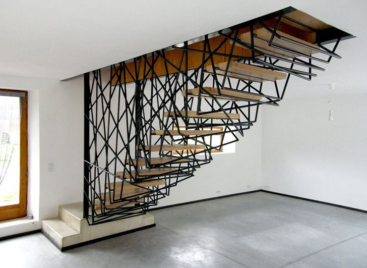 sculptured hand rails. Designed by archiplein, a French architecture firm. Villa La Roche in Rochebaudin comes with a centerpiece staircase wrapped in an irregular steel mesh.