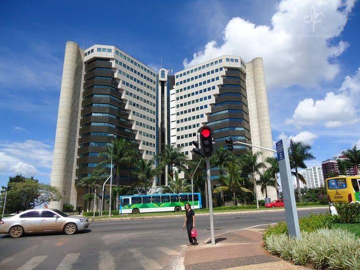 Esta localizado no setor comercial mais valorizado de Brasília, em frente ao Brasília Shopping e próximo aos shoppings Libety Mall e Conjunto Nacional.
