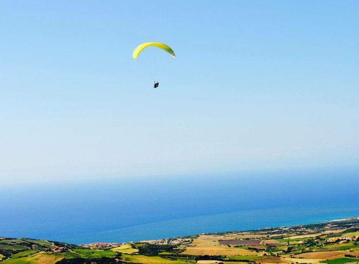 Il mio primo volo in parapendio, Isola Rossa, Maggio 2014.