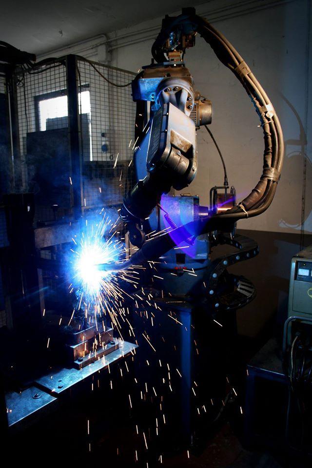 Robot. #accessori #produzione #metal #metallo #saldatrice #camion #trucksrl #truck