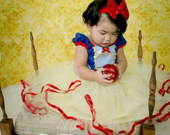 Articles similaires à BLANCHE neige costume robe filles costume de princesse robe TUTU dress style costume de princesse sur Etsy