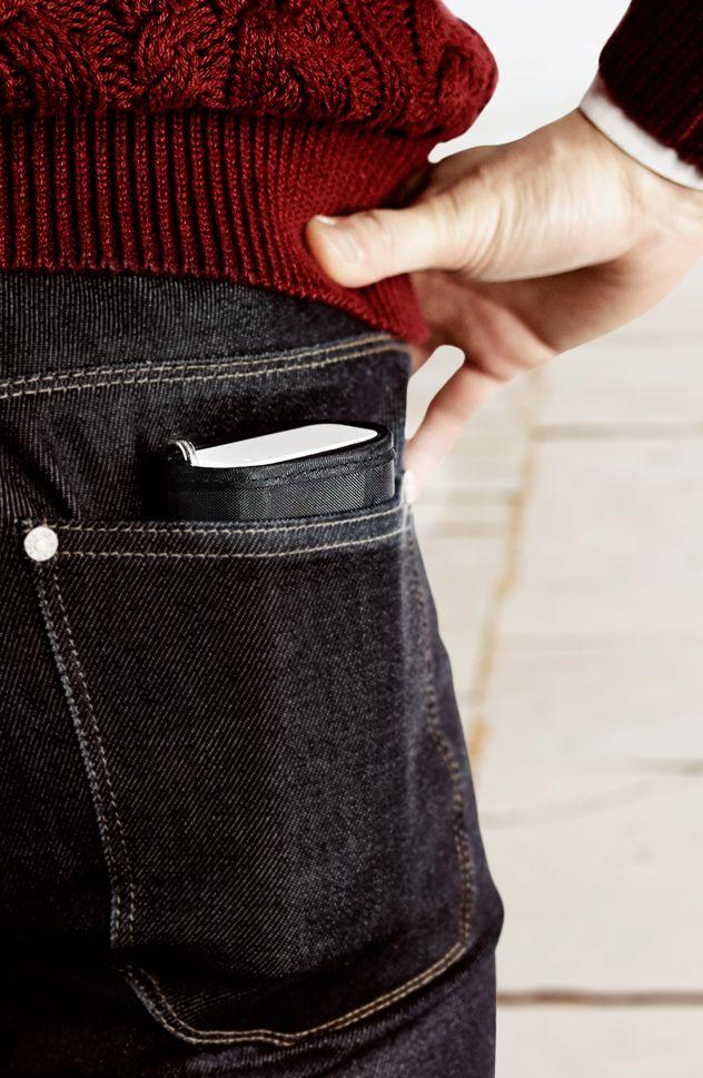 QardioARM Blutdruck-Monitor - Wireless Medizinisches Oberarm-Blutdruckmessgerät im ultra kompakten Design Qardio passt in jede Hosen- und Jackentasche.                                                                                           Dezent, unaufdringlich mit bestechendem Design.   Die dem Qardio ARM zugrunde liegende Idee ist es, ein präzises, medizinisches Gerät mit der Eleganz schöner Gebrauchsgegenstände sowie intuitiver Handhabung zu verbinden. Ei ...