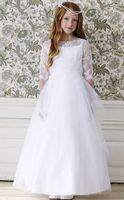 Super chique is deze communie jurk. Mooi met kanten bovenlijfje. Ook voor communiekleding kunt u bij Corrie's bruidskindermode terecht. bruidskindermode.nl