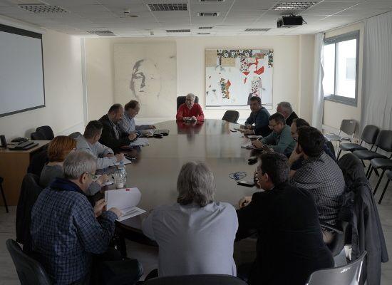 07-03-17 Συνάντηση του Κώστα Γαβρόγλου με το Δ.Σ. της ΔΟΕ   07-03-17 Συνάντηση του Κώστα Γαβρόγλου με το Δ.Σ. της ΔΟΕ Σήμερα ο Υπουργός Παιδείας Έρευνας και Θρησκευμάτων είχε συνάντηση με το Δ.Σ. της ΔΟΕ στο υπουργείο. Η συνάντηση πραγματοποιήθηκε σε πολύ καλό κλίμα. Η Ομοσπονδία έθεσε από την πλευρά της ένα σύνολο από ζητήματα που αφορούν τόσο την λειτουργεία των δημοτικών σχολείων και νηπιαγωγείων όσο και την υπηρεσιακή κατάσταση των εκπαιδευτικών που υπηρετούν στην Πρωτοβάθμια Εκπαίδευση…