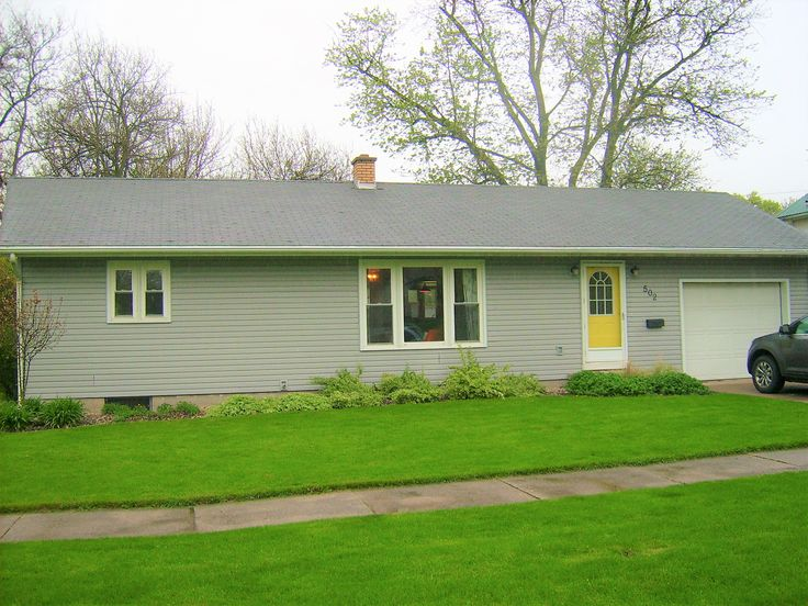 Saint Johns MI Houses For Sale RE/MAX Realty Dewitt Realtor, Christine Shutes. Schedule a Tour?  Text or Call Me 989-640-1393 Buy House Real Estate at 502 W McConnell Street Clinton County Michigan.