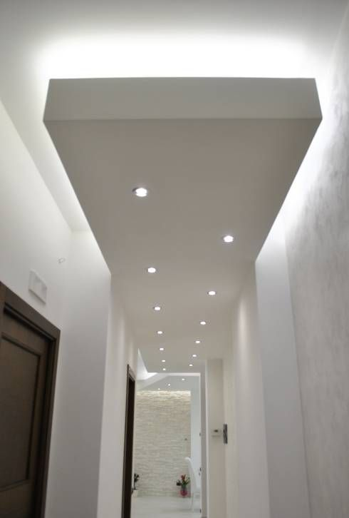 Pasillo, hall y escaleras de estilo translation missing: mx.style.pasillo-hall-y-escaleras.moderno por Salvatore Nigrelli Architetto
