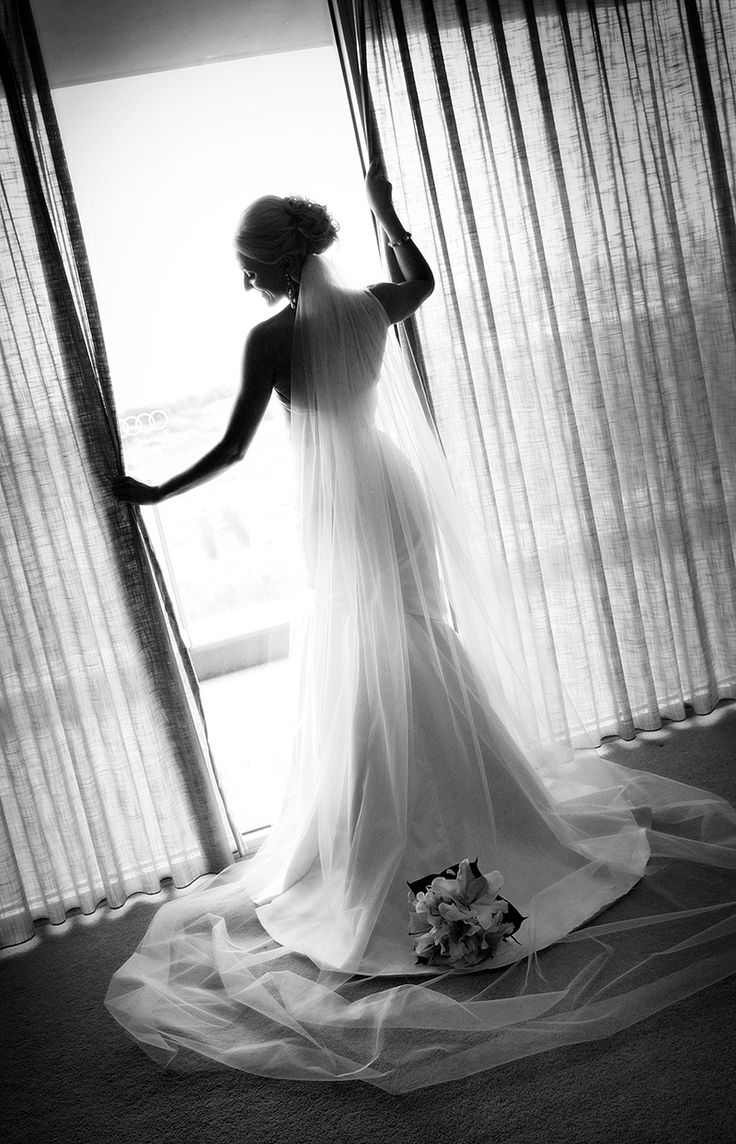 Beautiful Bride.. Loving the silhouette!