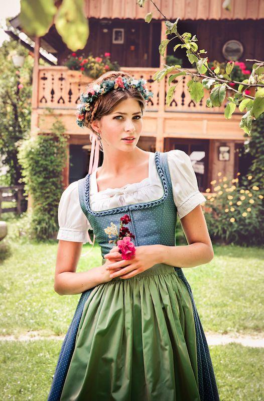 """Lena Hoschek Tradition S/S15 """"Dirndl Iris"""" und """"Dirndlbluse Lafnitz"""" www.lenahoschek.com"""