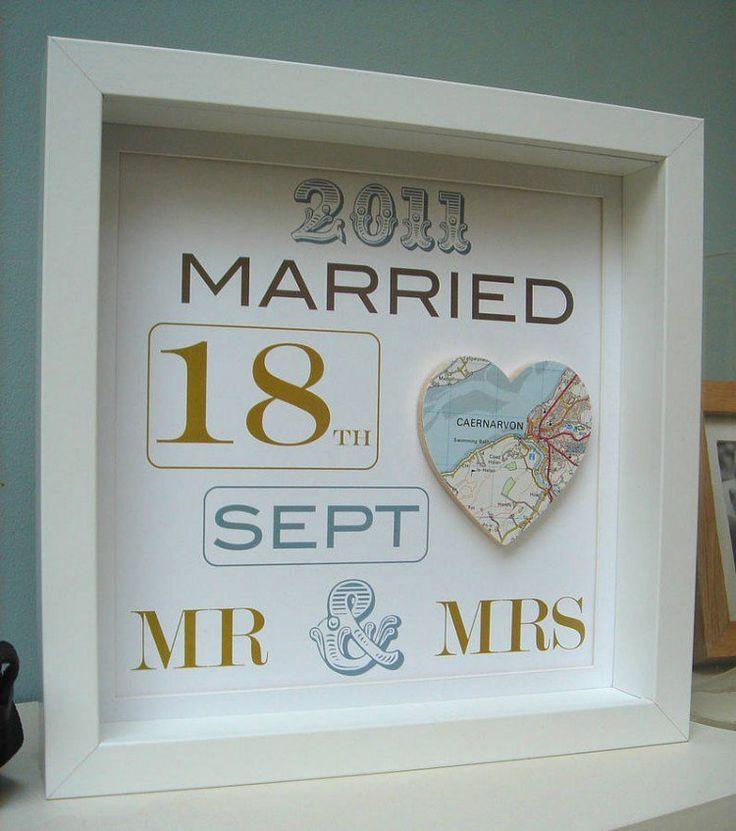cadeau mariage DIY très original - date de mariage et carte en forme de cœur encadrés