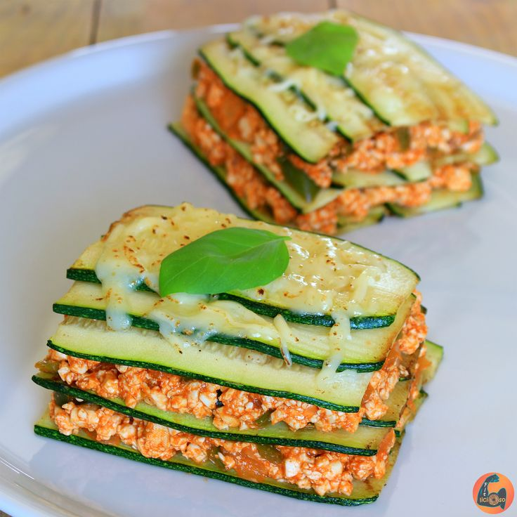 Amazing Great Zucchini and Tofu Vegetarian Lasagna - Fitlicioso 10 byte healthy habits for a much be Vegetarian Recepies, Veggie Recipes, Cooking Recipes, Healthy Snacks, Healthy Eating, Healthy Recipes, Diet Recipes, Tofu, Going Vegan