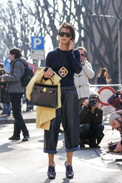 Mira Duma always wearing her cute Hermes bag during Fashion week.