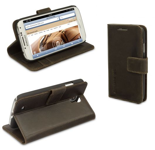 Check out this leather wallet for your Samsung Galaxy S4 in smooth black. The leather wallet has a timeless and stylish design, that will suit your phone perfectly. This cover is made with the finest Indian leather, that will give your phone the protection it deserves. Visit our webpage at www.dbramante1928.com for more colours and explore our products.
