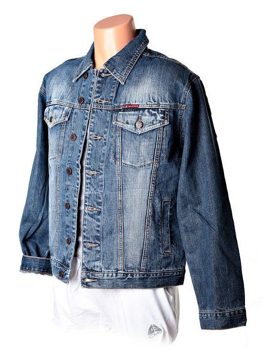 Modrá pánska riflová bunda s vyšúchaným vzhľadom. Bunda je ušitá do pása so zapínaním na gombiky a dvoma vreckami na prsiach a dvoma vnútornými vreckami. Materiál je kvalitná džínsovina zo 100% bavlny, ako sme už pri tejto značke zvyknutí. http://www.yolo.sk/panske-bundy/kratka-panska-riflova-bunda-carlo-bellucci-modra