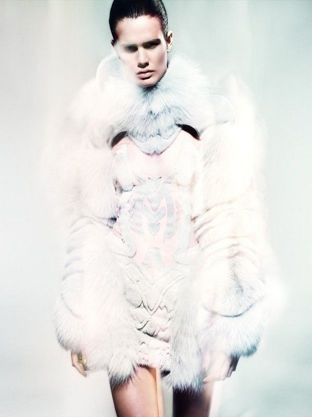 Ice Queen style 👑 by Anne Sofie Madsen  x Kopenhagen Fur x Norwegian Type, the finest fox fur of the world!  From March 2018, customers will be able to buy exclusive fox skins at the Kopenhagen Fur auctions