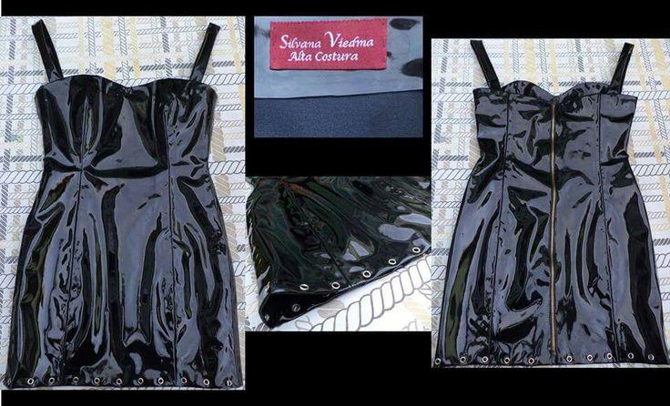 Vestido de Charol con aplicaciones de ojetillos en el ruedo.  #charol #diseño #dark #vestido #femenino #ojetillos #detalles #diseñadora