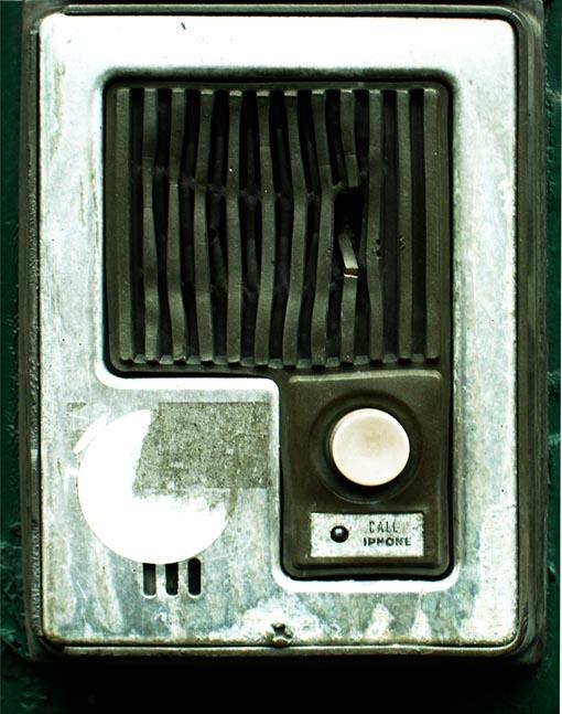 Dario Piacentini Photographer - Call Iphone