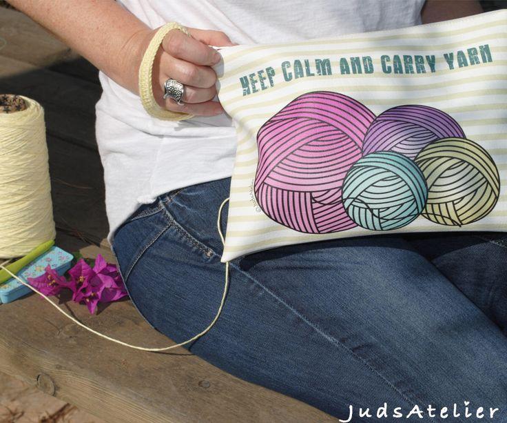 Quiero compartir lo último que he añadido a mi tienda de #etsy: Bolso de mano para ganchillo, Bolso de mano, complemetos crochet, crochet, regalo para tejedoras, regalo para ella, Keep calm and Carry yarn #bolsosymonederos #cumpleanos #diadelamadre #amarillo #bolsodemano #clutch #complementocrochet #ganchillo