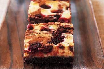 Brownie-frambozen cheesecake De eerstvolgende keer als er iemand op de koffie komt, ga ik deze maken ;)