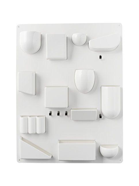 Dorothee Becker suunnitteli seinään kiinnitettävän Uten.Silo-lokerikon jo vuonna 1969. Eri kokoiset ja muotoiset lokerot pitävät pikkutavarat helposti järjestyksessä. Lokerikko sopii monenlaisiin tiloihin kuten esimerkiksi eteiseen, keittiöön, työhuoneeseen tai minne ikinä keksitkään sen laittaa. Materiaali on muovia ja metallia. Mitat 68 x 52 x 6,5 cm.