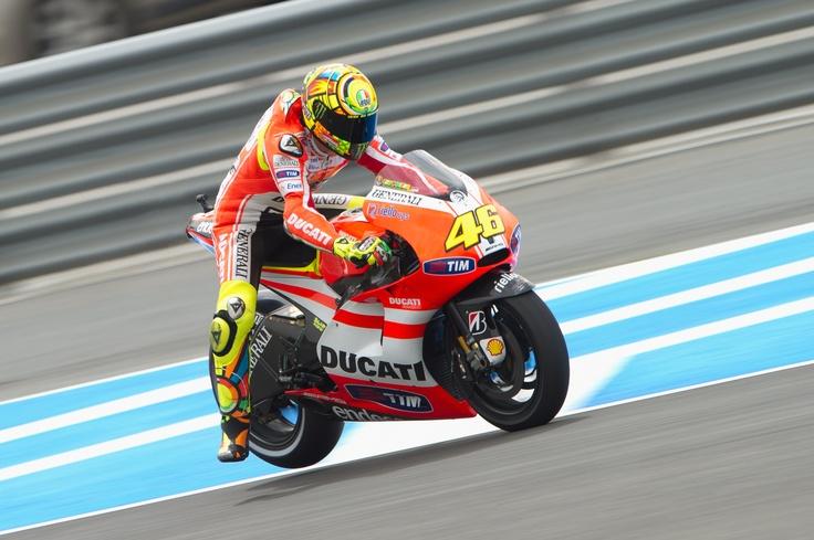 Valentino Rossi su Ducati #ducatiteam2011