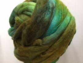 Zelf geverfde merinowol met zijde, groen blauw bruin, per 50 gram