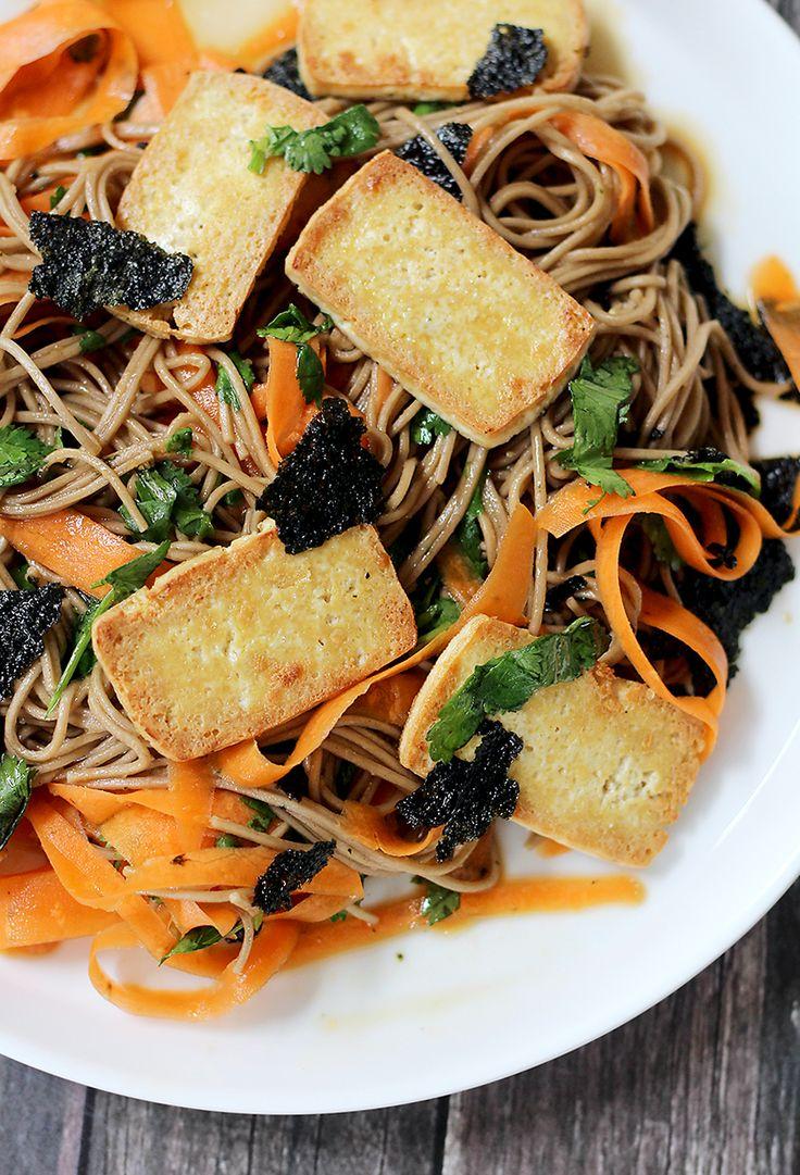 Door een recept van Marley Spoon raakten we geïnspireerd om dit gerecht te maken. Een lauwwarme Aziatische salade met soba noodles met krokante tofu.