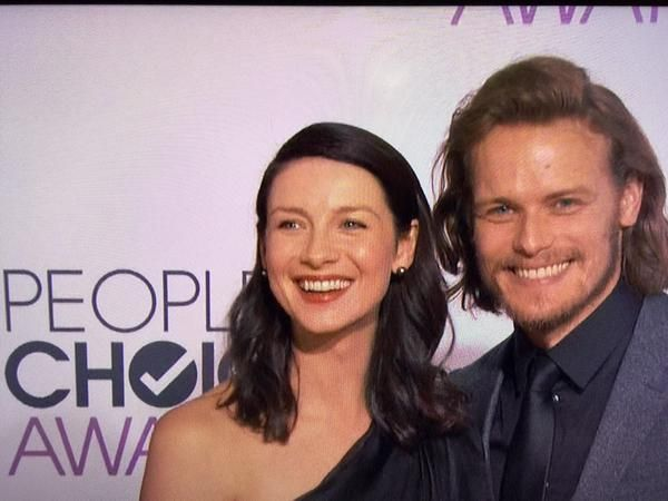 Another beautiful photo of @SamHeughan @caitrionambalfe #Outlander at the @peopleschoice #OutlanderPCA