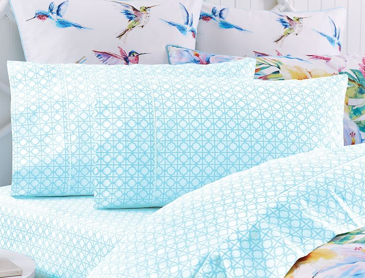in refreshing blue and crisp white the sheet set is made from high quality 250 thread count