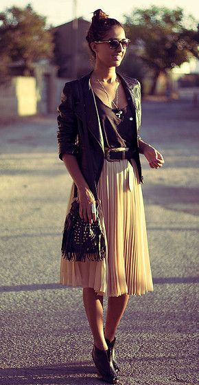 : Midi Skirts, Outfits, Clothing, Street Style, Long Skirts, Black Heels, Leather Jackets, Rocks, Pleated Skirts
