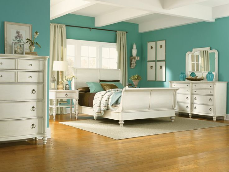 Brian Legacy Classic Furniture   Glen Cove Sleigh Bed In Cream White    Shown With Brown And Turquoise Striped Bedding.