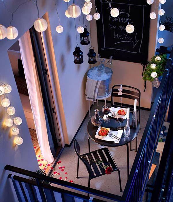 Un balcone, anche piccolo, con le idee giuste può diventare una vera oasi di relax da condividere.