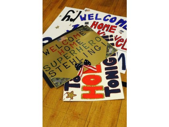 Top 61 ideas about welcome home signs on pinterest for Welcome home troops decorations