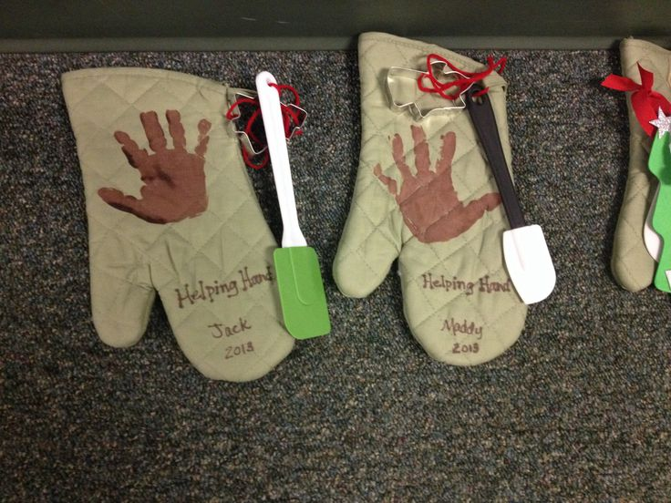 Helping Hand oven mitts as Christmas gifts for parents.