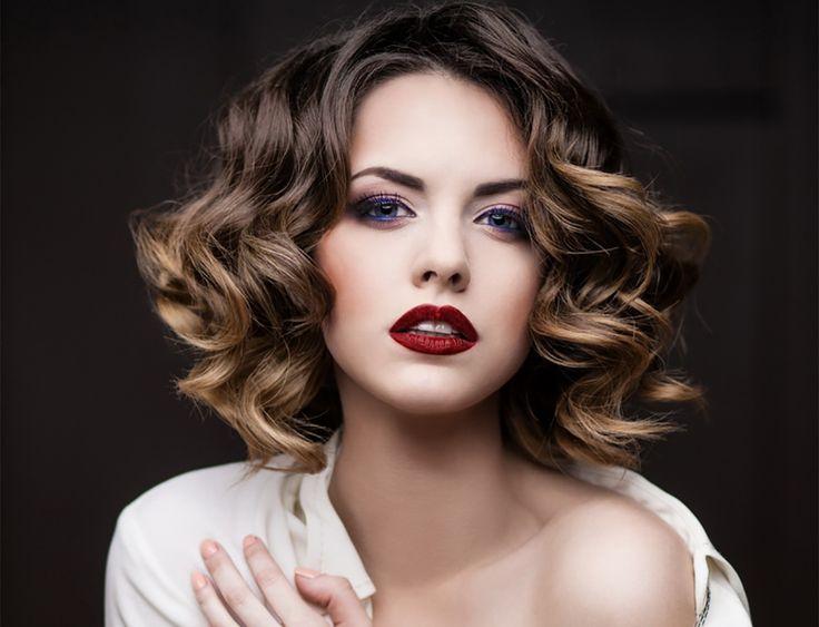 """Здравствуйте, красавицы! Как мы с вами знаем, самый простой способ внести перемены в свою жизнь - это изменить прическу или цвет волос. Но иногда надоедает однотонное окрашивание волос или координальные изменения пугают и заставляют забыть о мысли """"перекраситься"""", ведь вернуть свой прежний цвет без травмирования волос практически не возможно. В таком случае можно прибегнуть к"""