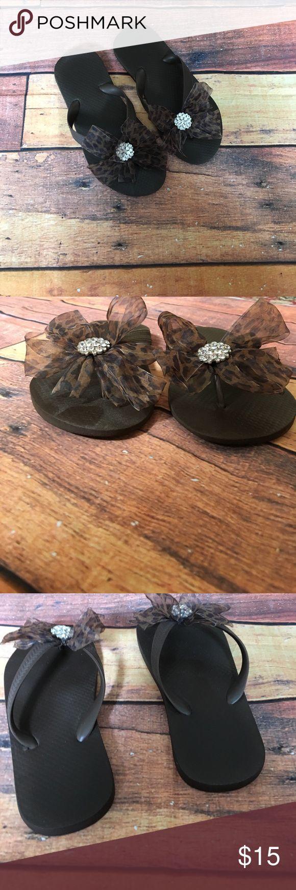 Woman's Fashion Flip Flop Woman's brown flip flops, Swarovski crystal detail, cheetah print bow, SZ 7 Shoes