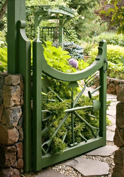 Genial A Whimsical Sunburst Of Garden Tools Makes A Unique Garden Gate! More Garden  Gate Ideas