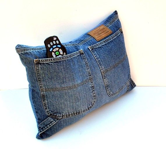 Old jeans pillow. Good idea!