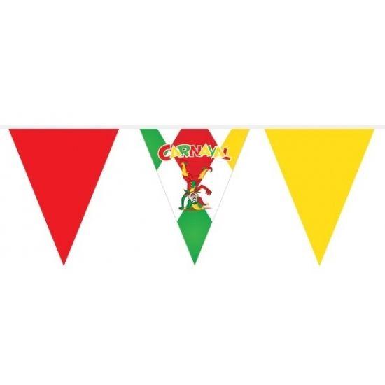 Plastic vlaggenlijn in rood, groen en geel met Carnaval print. De vlaggenlijn is 10 meter lang, waarvan 6 meter gevuld is met vlaggetjes.
