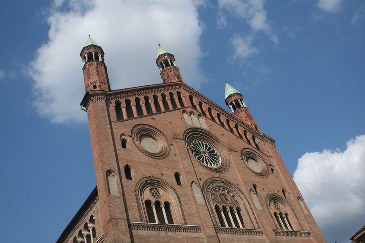 Incontrare e comprendere a pieno la natura della città di Cremona significa approfondire il legame che essa ha con l'acqua e soprattutto con il fiume Po.
