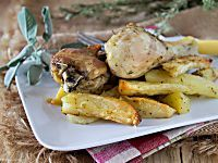Pollo arrosto in padella e patate al forno