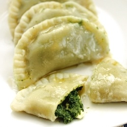 Dumplings with spinach and feta cheese (in Polish)