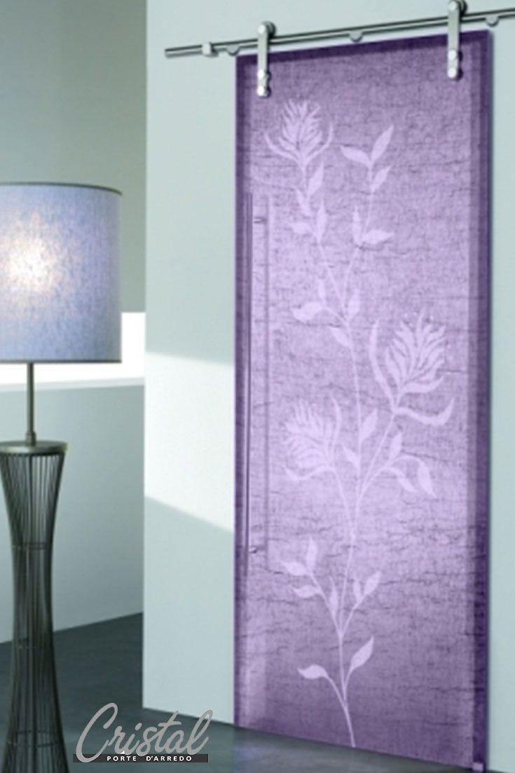 Abbinala con il tuo stile, la porta in vetro stratificato e tessuto di lino Dorotea Glicine di Cristal è un dono prezioso che puoi fare a te e alla tua casa.