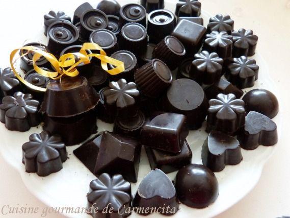 """750g vous propose la recette """"Chocolats fourrés à la ganache aux noisettes"""" publiée par Carmencita."""