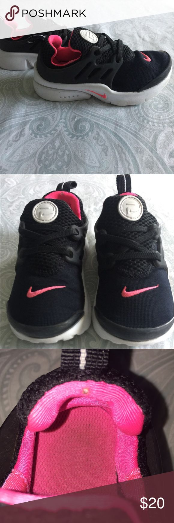 Nike presto sneakers EUC Small tear on back of inside of shoe Nike Shoes Sneakers