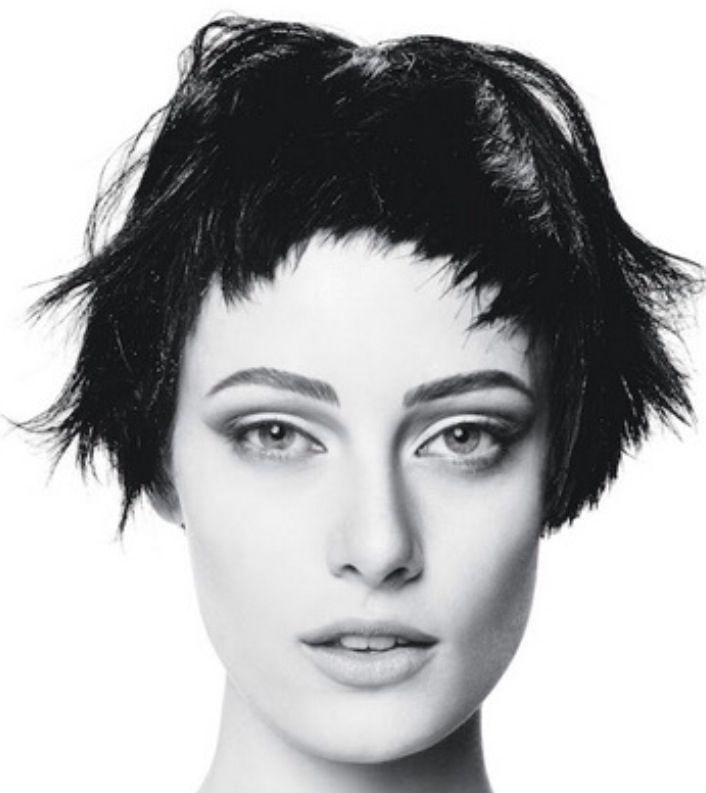 Lyhyet tummat hiukset